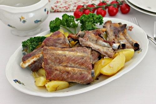 Говяжьи ребра в духовке с картошкой рецепт