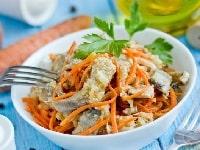 Селедка по-корейски - лучшие рецепты с морковью, луком, томатной пастой