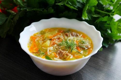 Суп с тушенкой, картошкой и вермишелью