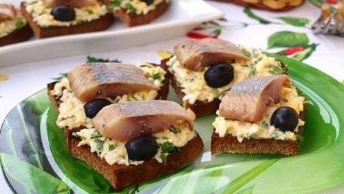бутерброд с селедкой на праздничный стол