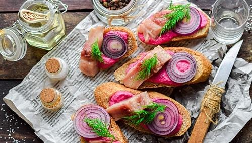 бутерброд с селедкой под шубой