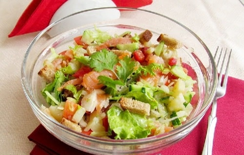 очень вкусный салат с форелью слабосоленой