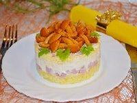 салат с ветчиной и грибами маринованными