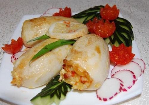 Кальмары, фаршированные рисом