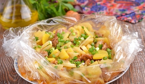 картошка в рукаве в духовке с мясом