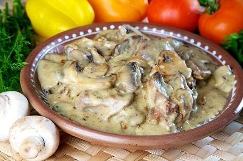 печень индейки в сметане с грибами