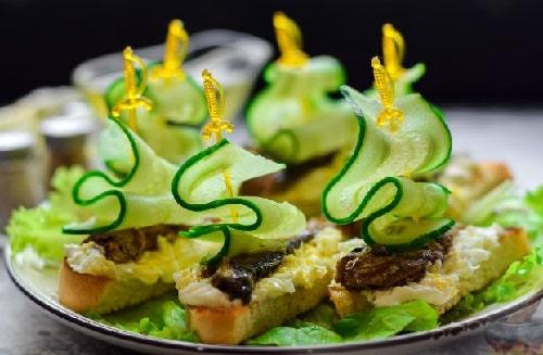 как приготовить бутерброды со шпротами