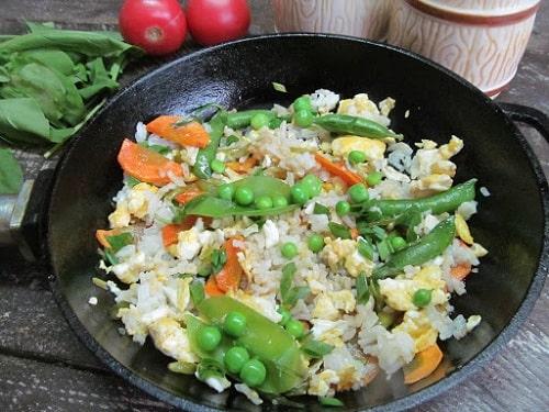 рис с яйцом по-китайски с овощами