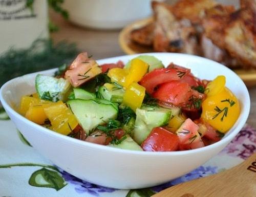 как заготовить салат из помидоров огурцов и перца