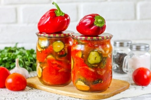 как закатать салат из помидоров огурцов и перца