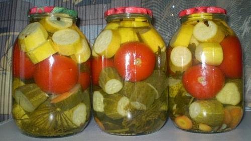 огурцы с помидорами и кабачками