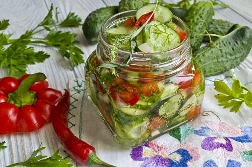 салат из помидоров огурцов и перца рецепт