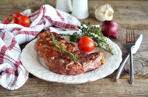 свиной стейк на мангале
