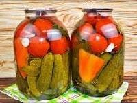 ассорти из огурцов, помидоров и перца на зиму