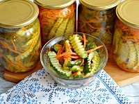 как заготовить салат из огурцов и моркови по-корейски на зиму