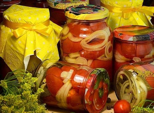 сладкие маринованные помидоры с луком