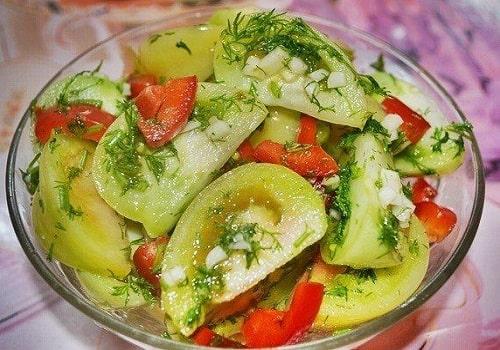 зелёные помидоры соленые дольками