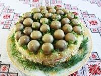 как готовить салат с маринованными шампиньонами