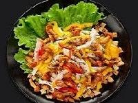 как приготовить салат с маринованными опятами