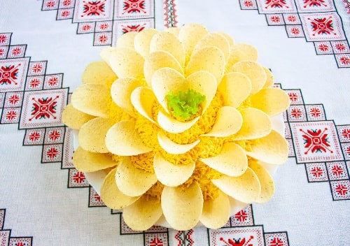 салат хризантема с чипсами рецепт
